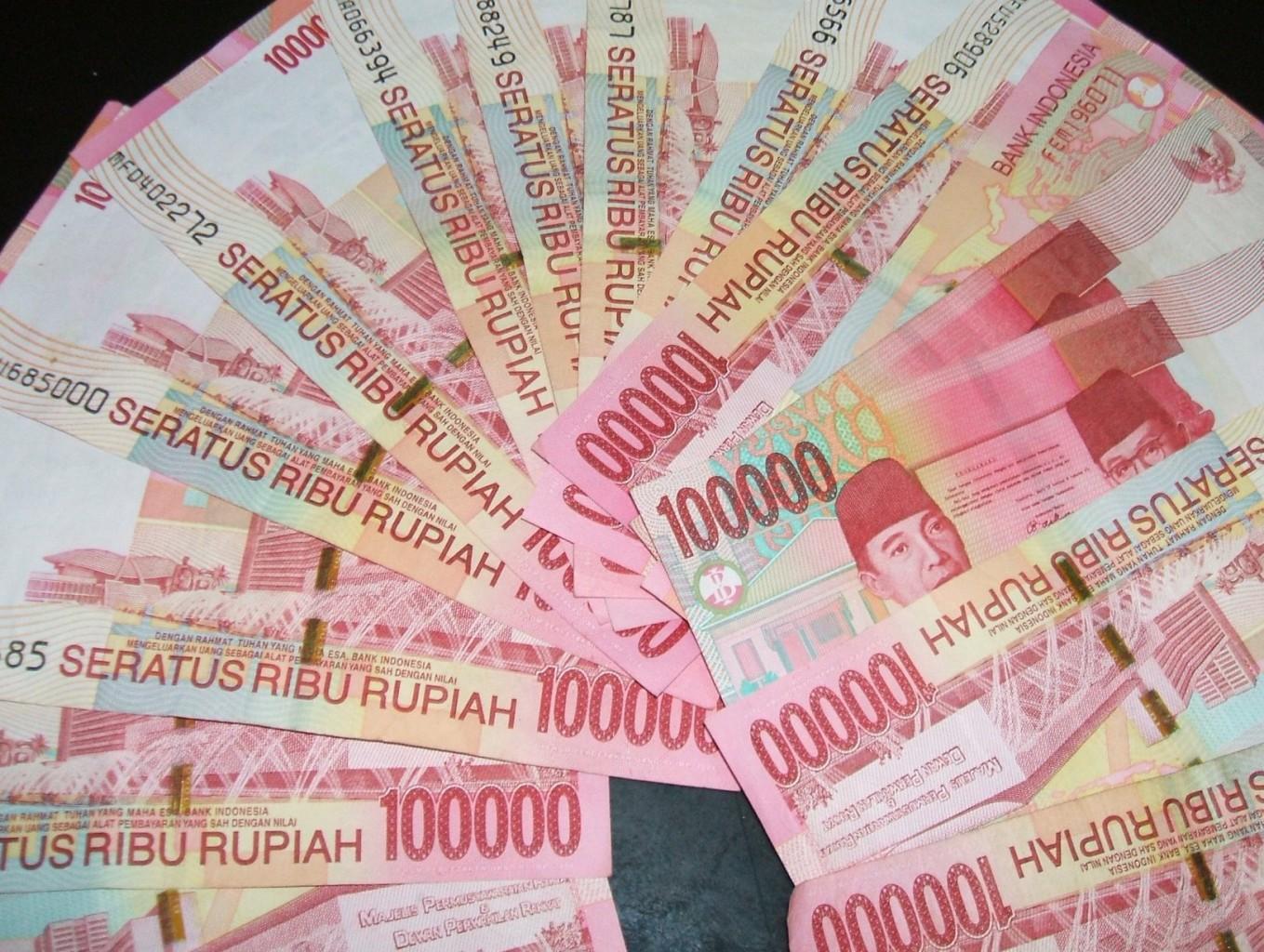 uang-seratusan-ribu-rupiah